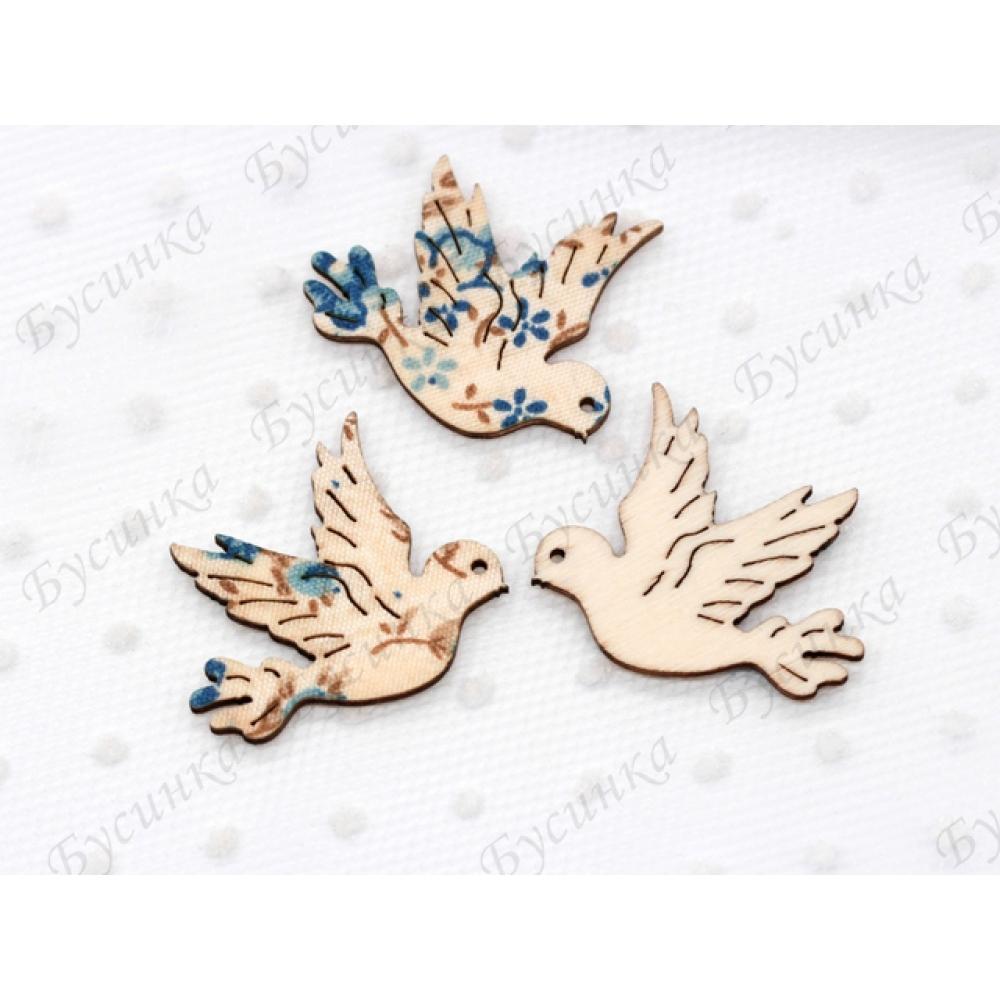 Декор топпер Голубь 30х33мм., Дерево текстиль голубые цветы